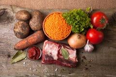 Ingrédients pour le potage aux légumes de la Turquie avec les lentilles rouges Photo libre de droits