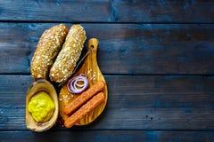 Ingrédients pour les hot-dogs image stock