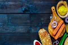 Ingrédients pour les hot-dogs photos stock