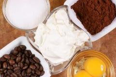 Ingrédients pour préparer l'Italien typique Images stock