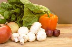 Ingrédients pour une salade Photos stock