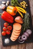 Ingrédients végétaux : patates douces, poivrons, tomates, oignons Photographie stock