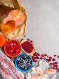 Ingr?dients de nourriture contenant l'astaxanthine, antioxydant, zinc Le concept d'une alimentation saine L'espace libre pour le  photo libre de droits