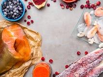 Ingr?dients de nourriture contenant l'astaxanthine, antioxydant, zinc Le concept d'une alimentation saine photographie stock