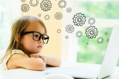 Ingranaggi con la bambina Fotografia Stock Libera da Diritti