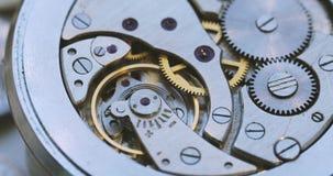 Ingranaggi d'annata dell'orologio stock footage