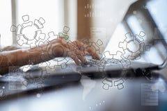 Ingranaggi, progettazione del meccanismo sullo schermo virtuale Sistemi di cad Concetto di affari, di industriale e di tecnologia fotografia stock libera da diritti