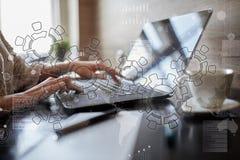 Ingranaggi, progettazione del meccanismo sullo schermo virtuale Sistemi di cad Concetto di affari, di industriale e di tecnologia fotografia stock