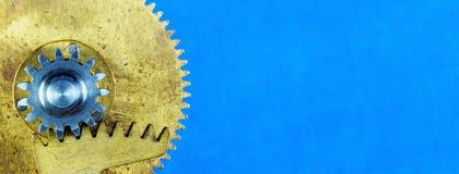 Ingranaggi rotondi d'annata - dettagli del meccanismo creativo Gli ingranaggi trasmettono il moto rotazionale fra le assi, per me immagine stock libera da diritti
