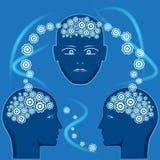 Ingranaggi sotto forma di cervello in teste della gente royalty illustrazione gratis