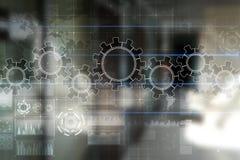 Ingranaggi sullo schermo virtuale Strategia aziendale e concetto di tecnologia Processo di automazione fotografie stock libere da diritti