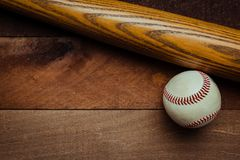 Ingranaggio d'annata di baseball su un fondo di legno Fotografia Stock Libera da Diritti
