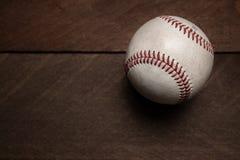 Ingranaggio d'annata di baseball su un fondo di legno Fotografie Stock Libere da Diritti