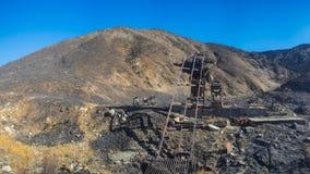 Ingranaggio di estrazione mineraria in montagne Fotografie Stock Libere da Diritti
