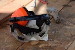 Ingranaggio protettivo personale sul banco da lavoro Fotografie Stock