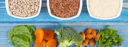 Ingrediënten die calcium en dieetvezel, concept bevatten gezonde voeding stock foto