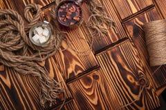 Ingrediënten en uitstekende bestek houten achtergrond Stock Fotografie