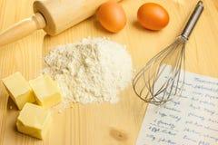 Ingrediënten en werktuigen voor baksel Royalty-vrije Stock Afbeeldingen