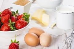 Ingrediënten om een aardbeicake te koken Royalty-vrije Stock Foto