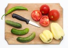 Ingrediënten op een raad Stock Foto's