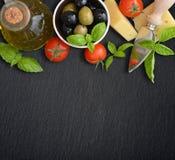 Ingrediënten van Italiaanse keuken Royalty-vrije Stock Afbeeldingen