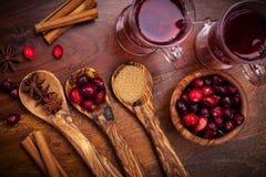 Ingrediënten voor Amerikaanse veenbes hete overwogen wijn Stock Afbeelding