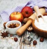 Ingrediënten voor appeltaart Stock Afbeelding