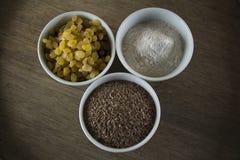 Ingrediënten voor artisanaal die brood zonder gist en bakpoeder wordt voorbereid royalty-vrije stock foto's