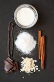 Ingrediënten voor cake royalty-vrije stock afbeeldingen
