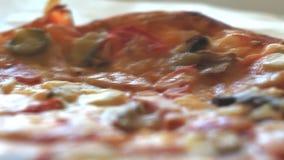 Ingrediënten voor de pizza stock footage