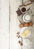 Ingrediënten voor de voorbereiding van bakkerijproducten stock foto's