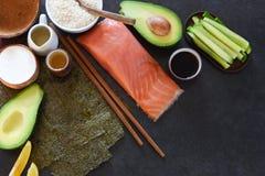 Ingrediënten voor de voorbereiding van broodjes en sushi Stock Afbeelding