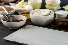 Ingrediënten voor het koken van chocoladecake met ruimte voor uw produ Royalty-vrije Stock Afbeelding