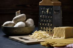 Ingrediënten voor het koken van deegwaren royalty-vrije stock fotografie
