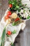 Ingrediënten voor het koken van Griekse salade Stock Foto