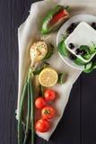 Ingrediënten voor het koken van Griekse salade Hoogste mening Royalty-vrije Stock Afbeeldingen