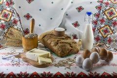 Ingrediënten voor het maken van eigengemaakt brood Royalty-vrije Stock Foto's