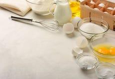Ingrediënten voor het maken van pannekoeken Stock Foto's