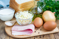 Ingrediënten voor miniquiche met bacon Royalty-vrije Stock Foto