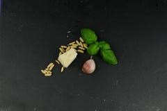 Ingrediënten voor pestosaus Stock Foto's