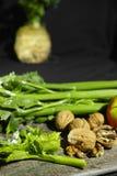 Ingrediënten voor Waldorf-salade - selderie, appelen, okkernoten Stock Afbeelding
