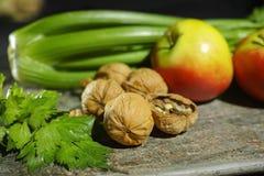 Ingrediënten voor Waldorf-salade - selderie, appelen, walnotes - fres royalty-vrije stock afbeelding