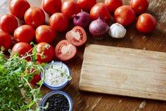 Ingrediants para o molho de tomate Imagens de Stock Royalty Free