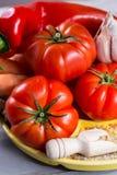 Ingrediens для соусов - свежих зрелых красных томатов, паприки, моркови Стоковое фото RF