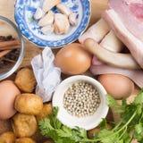 Ingrediens av kokt griskött med örten och ägget Royaltyfria Foton