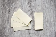 Ingrediens för att laga mat, okokt lasagnepasta på en träbakgrund Fotografering för Bildbyråer