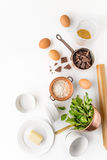 Ingrediens för chokladfondant på den vita bakgrunden Royaltyfria Bilder