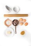 Ingrediens för chokladfondant på den vita bakgrundslodlinjen Royaltyfri Foto