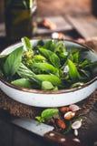 Ingrediens för grön Pesto för Pesto arkivbilder