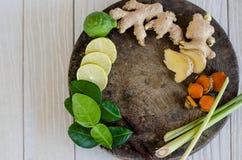 Ingredienser av thailändsk kryddig mat, tom yum Fotografering för Bildbyråer